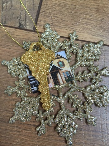 DIY glitter house key ornament.