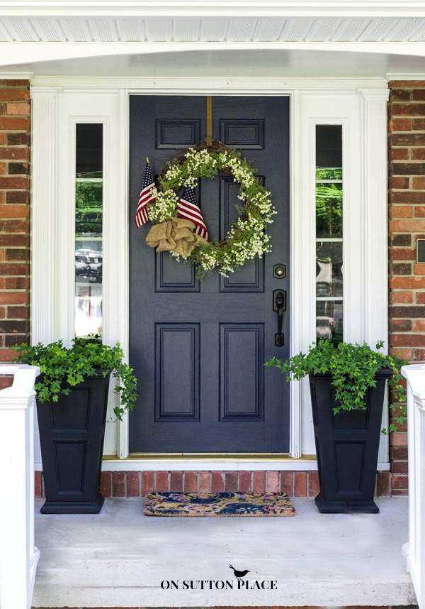 Simple 4th of July front door decor.