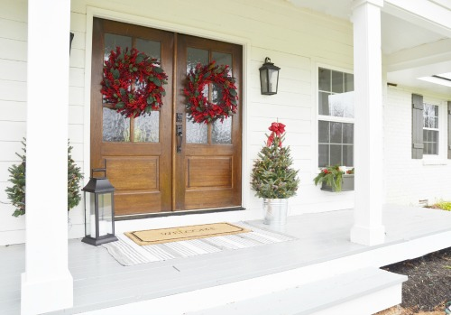 7 ways to upgrade your curb appeal for the holidays | Schlage