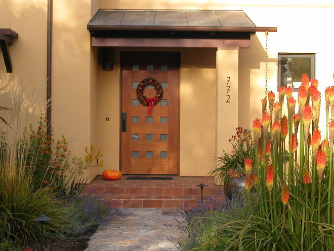 Minimalist fall decor - Fall curb appeal - Schlage