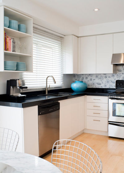 Mixed materials - Kitchen - Wallpaper backsplash