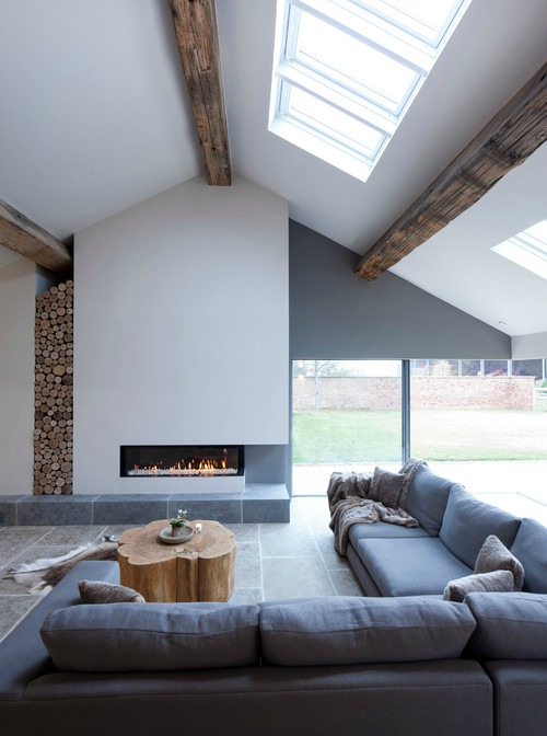 Exposed fixtures - Wooden beams - Contemporary home