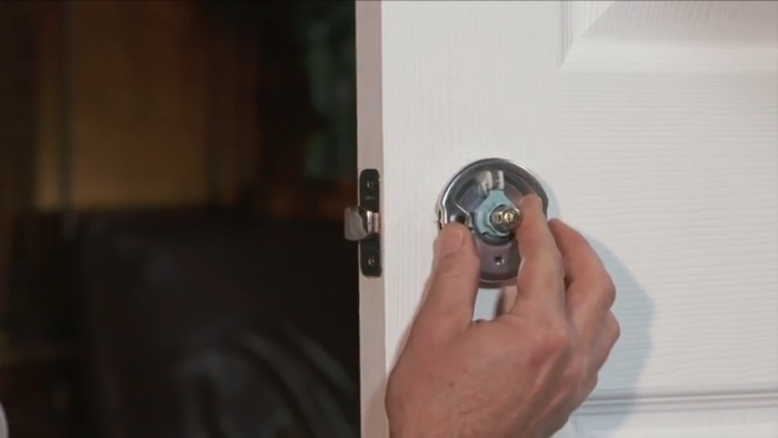 Schlage Custom - Door knob and lever - Installation