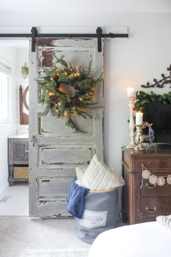 Holiday - Barn Door - Wreath