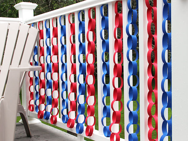 4th of July paper chain front porch decor