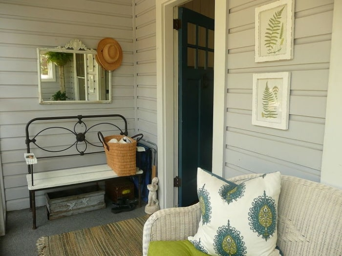 Small porch with mirror.