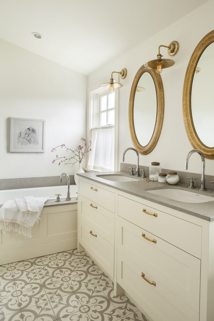 Mixed gold finishes in bathroom.
