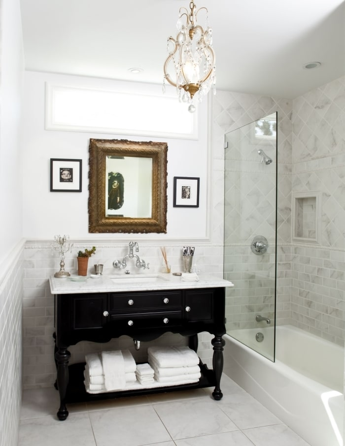 Traditional bathromo with black vanity and mixed finishes.