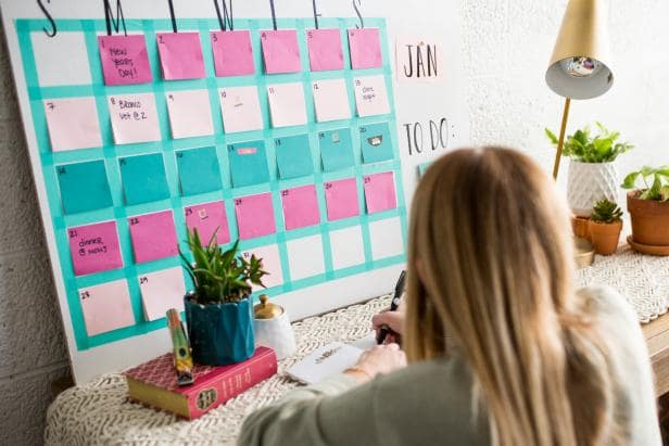 DIY sticky note calendar.