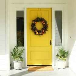 10 inviting front door displays for fall