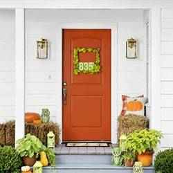 Fall front porch decor | Schlage