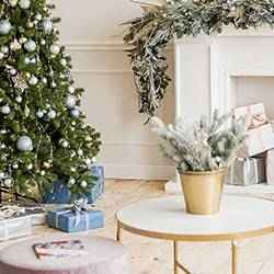 Holiday living room | Schlage